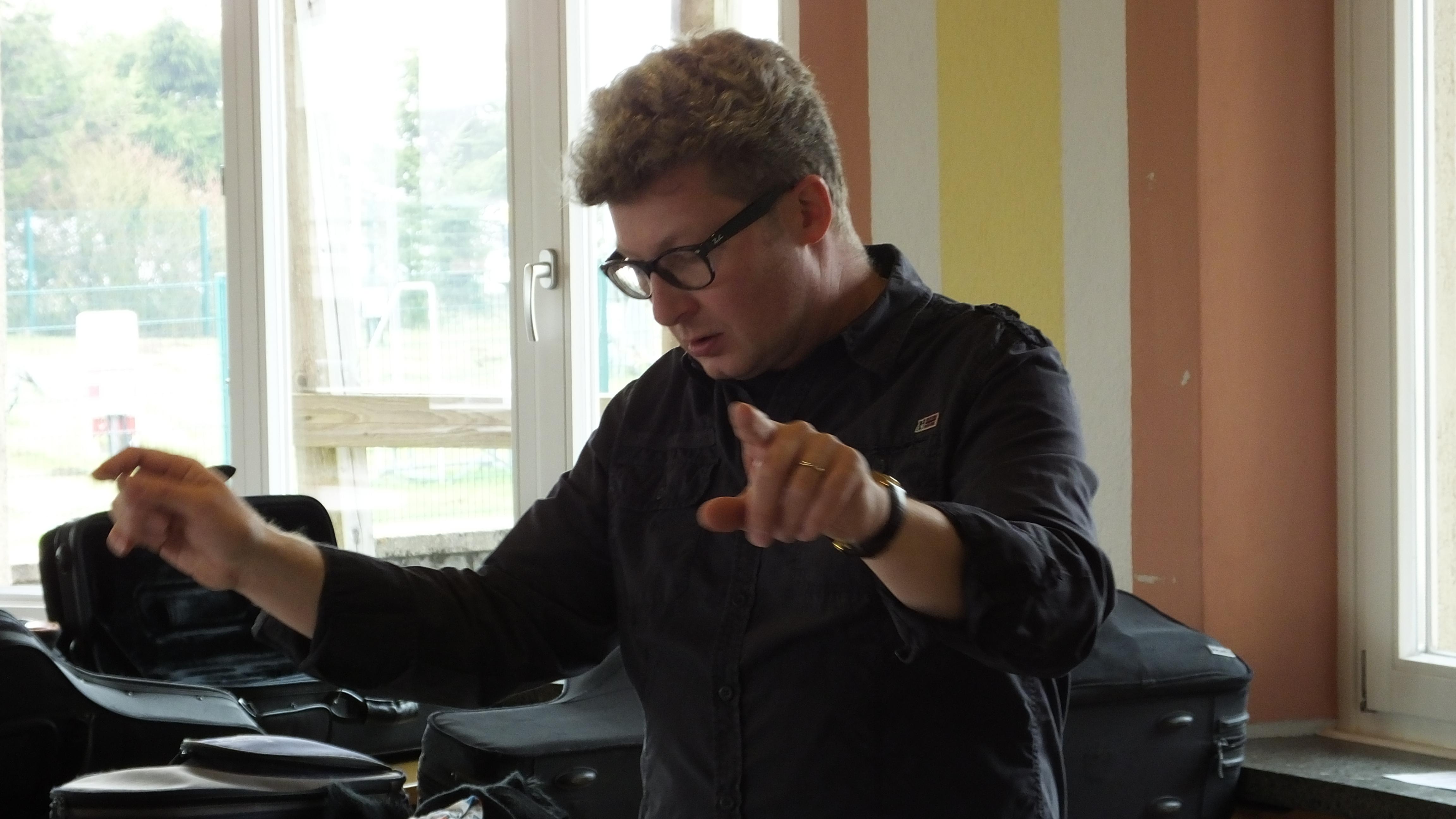 Markus Deberle beim Dirigieren